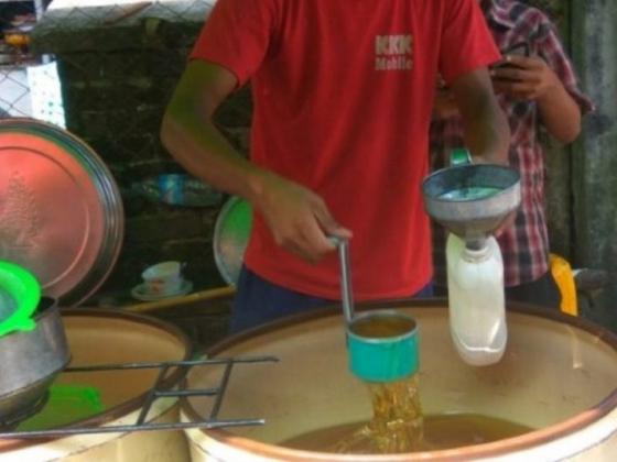 ရန်ကုန်တွင် စားသုံးဆီစျေးတစ်ပိဿာလျှင်(၁၀၀၀)ကျပ်နီးပါး မြင့်တက်