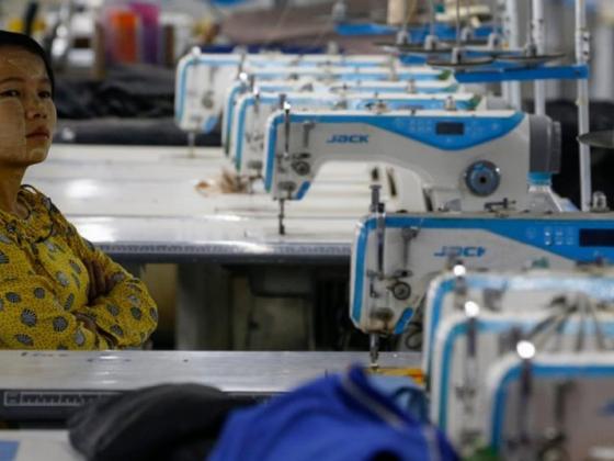 ပြည်တွင်းအထည်ချုပ်စက်ရုံ (၁၅၀)ခန့်ပိတ်သွားပြီး လူပေါင်း (၂)သိန်းနီးပါးအလုပ်လက်မဲ့ဖြစ်